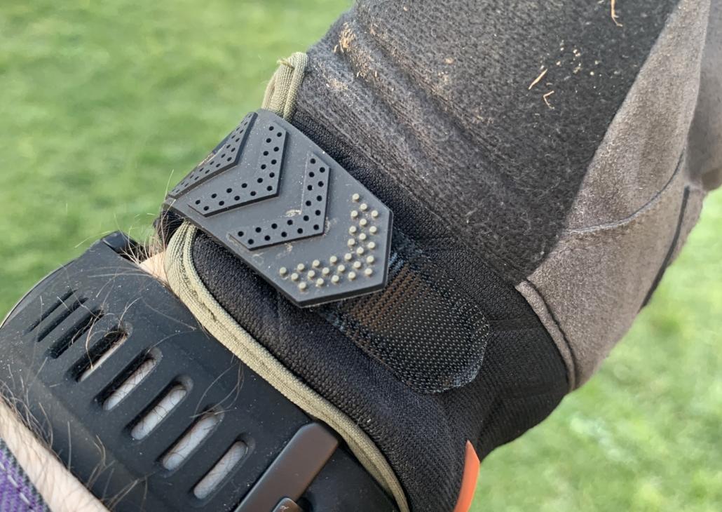 Sealskinz Dragoneye Glove Velcro Strap
